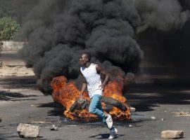 Challenges mount against Zimbabwe's long-time ruler Robert Mugabe