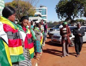 Zimbabwe warns flag 'abusing' protesters