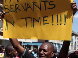 Zimbabwean protesters demonstrating in central Harare,August 24,2016.REUTERS/Philimon Bulawayo