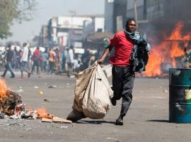 More Zimbabwe protests amid speculation over Mugabe